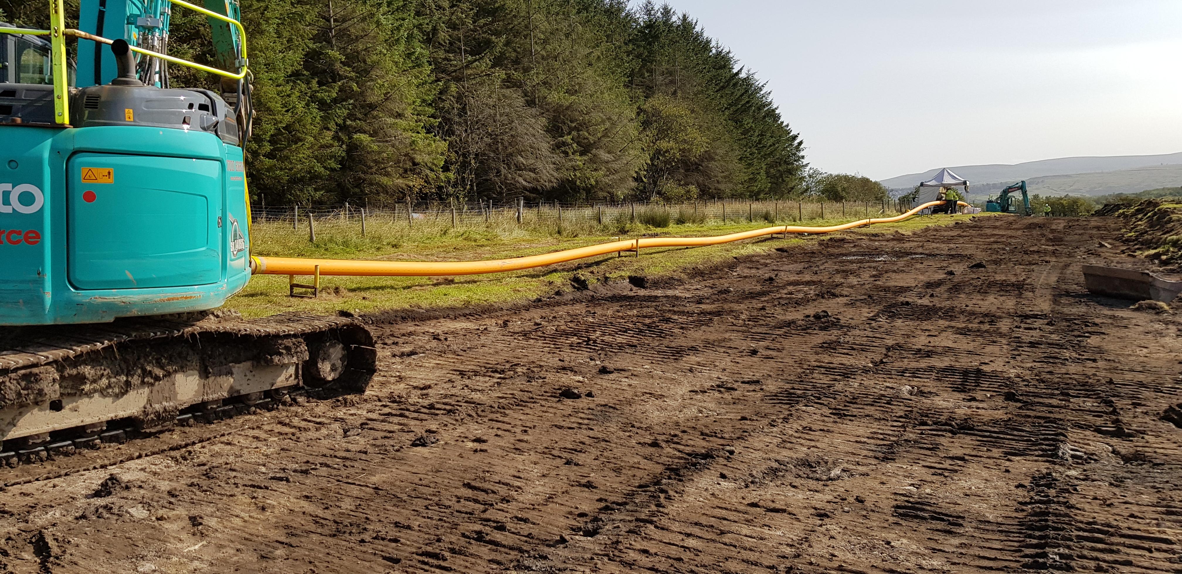 Plastic gas pipeline string